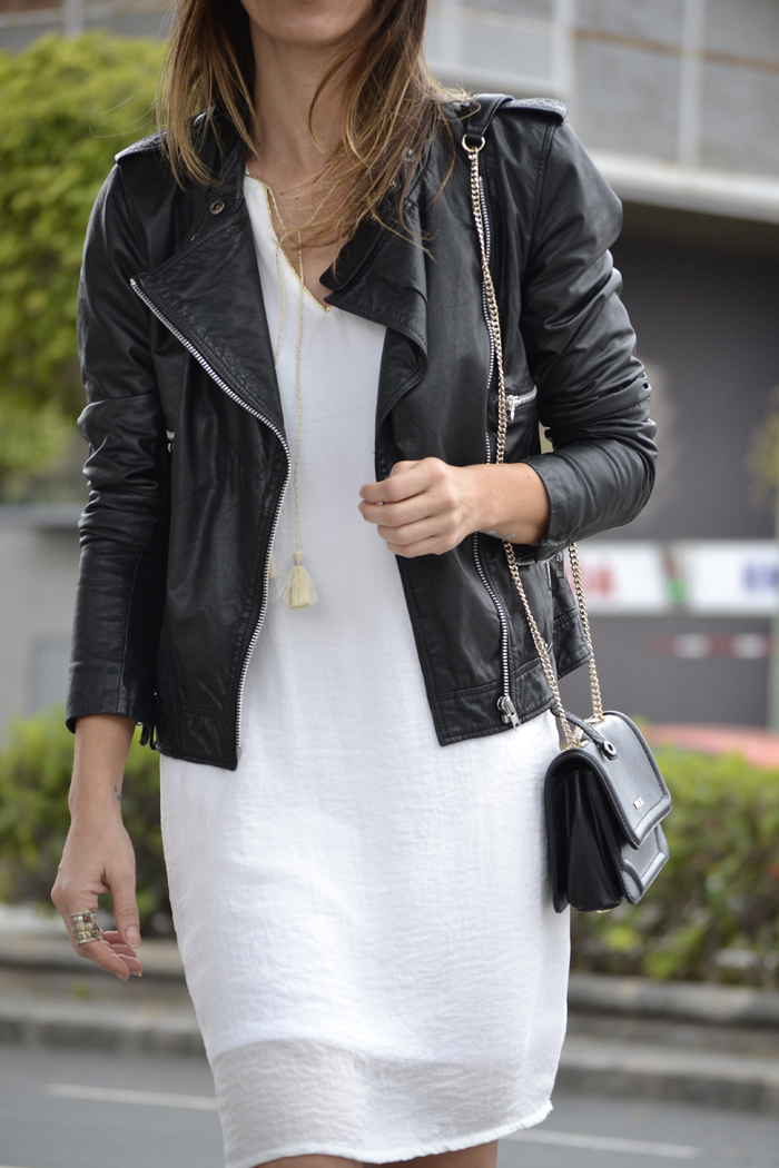 atacadas-little-white-dress-wedding-irl-showroomprive-casual-look-18