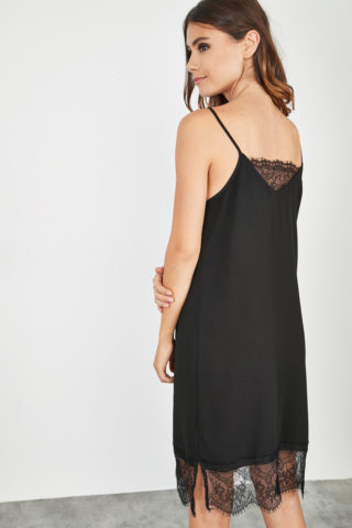 Dos robe romantique