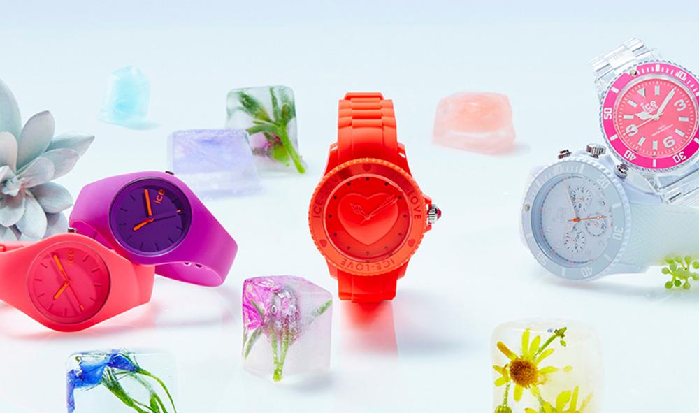 7e8de90ba9cd8 Fun et contemporaine, la marque Ice-Watch, née en 2006, réinvente les codes  de l'horlogerie avec des montres originales et colorées parfaites pour  toute la ...