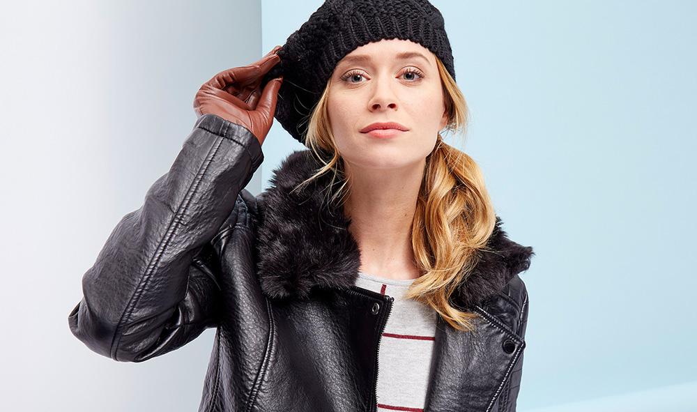 adfa25e1084a Les saisons fraîches ont leur lot de petits plaisirs stylés   gants,  écharpes, bonnets et chapeaux se joignent à vous pour le plus grand plaisir  de votre ...