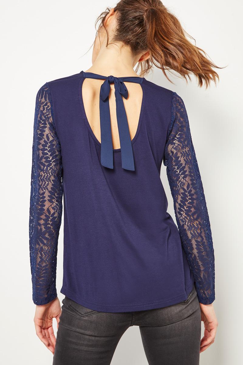 Vente #collectionIRL Showroomprivé pour femme, top bleu marine à dentelle et noeud