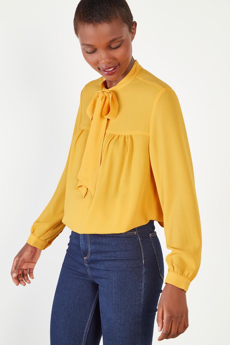 Vente #collectionIRL Showroomprivé pour femme, chemisier jaune moutarde à col lavallière