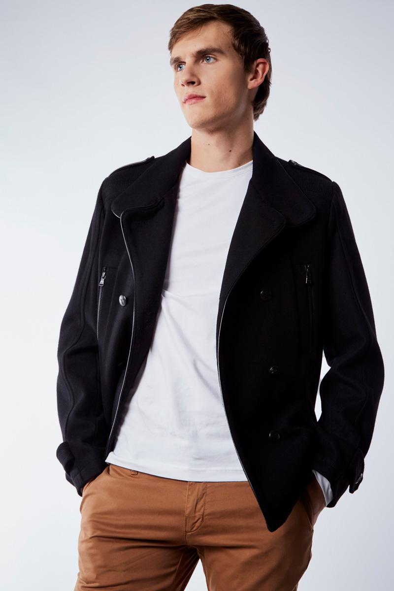Vente privée Izac disponible sur Showroomprivé vêtements et accessoires pour homme, veste noire
