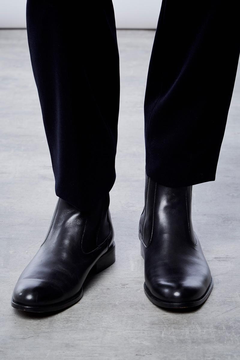 Vente privée Izac disponible sur Showroomprivé vêtements et accessoires pour homme, bottines chelsea noires en cuir
