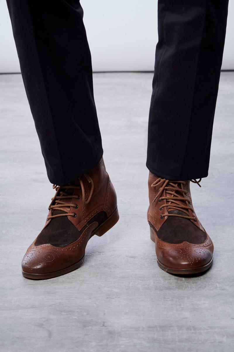 Vente privée Izac disponible sur Showroomprivé vêtements et accessoires pour homme, chaussures montantes bi-matières marron