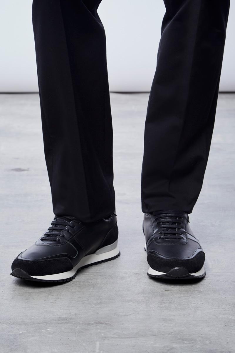 Vente privée Izac disponible sur Showroomprivé vêtements et accessoires pour homme, sneakers noires