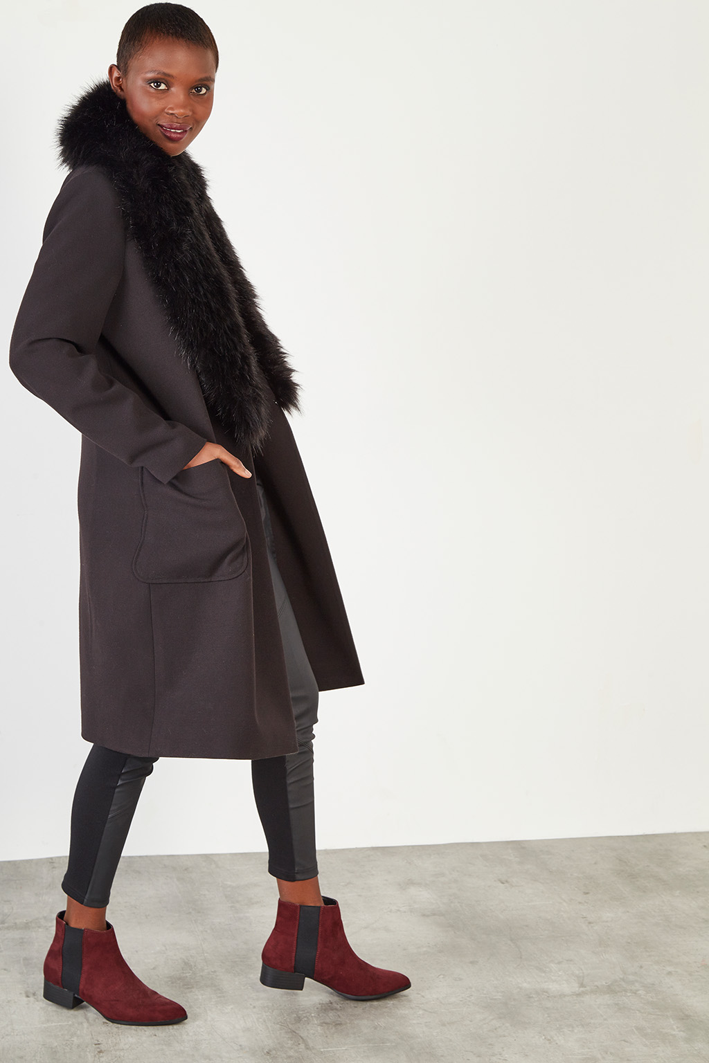 Manteau long noir en fourrure synthétique #collectionIRL, Showroomprivé