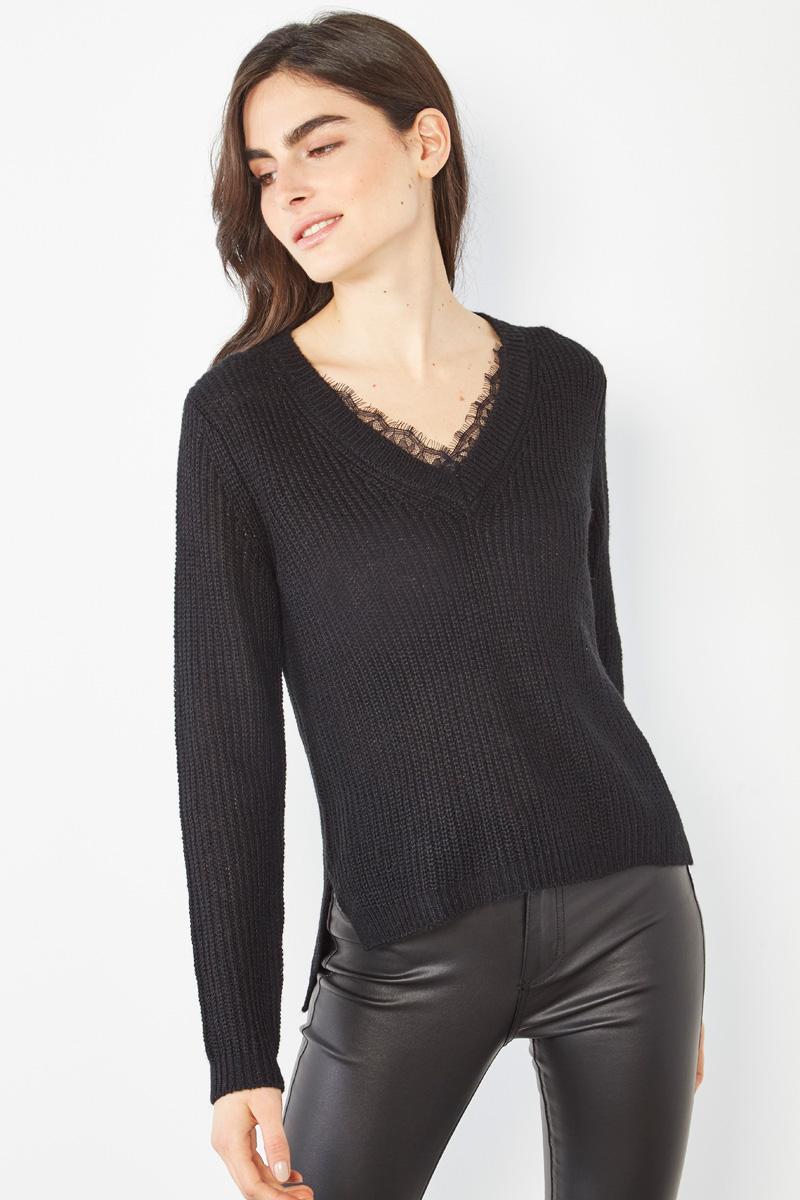 Pull noir à détails dentelle #collectionIRL sur Showroomprivé.