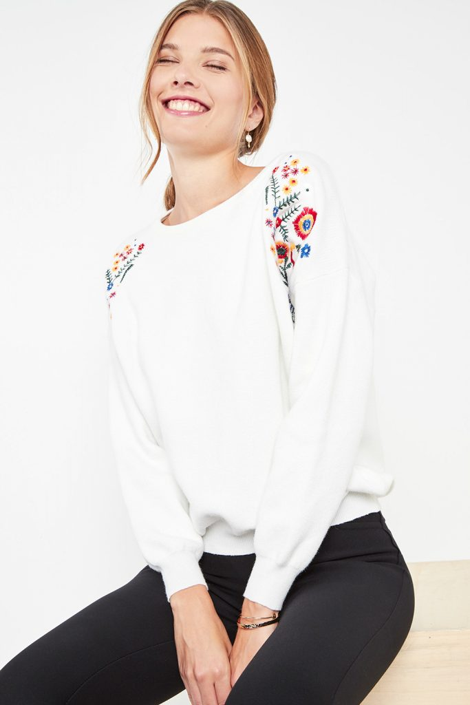 collectionIRL pull broderie fleurie