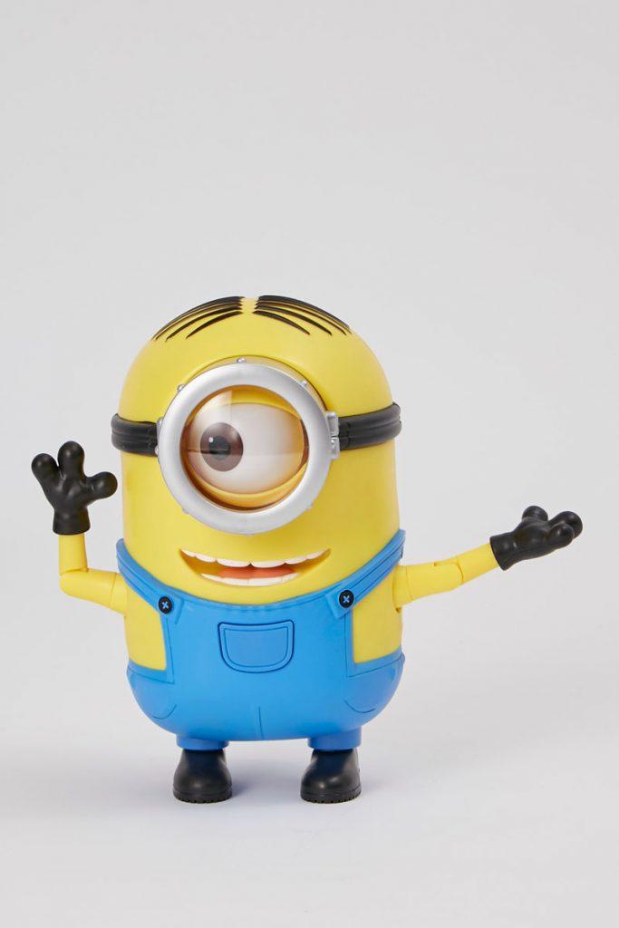 Hasbro figurine dansante stuart les minions