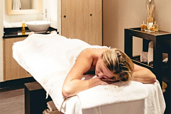 Échappé bien-être massage détente nuxe