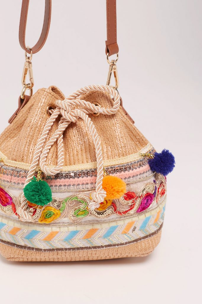 collectionIRL sac seau broderies et pompons