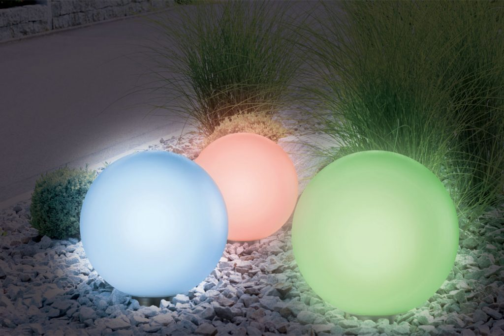 J'aménage ma terrasse 2 lampes boules solaires