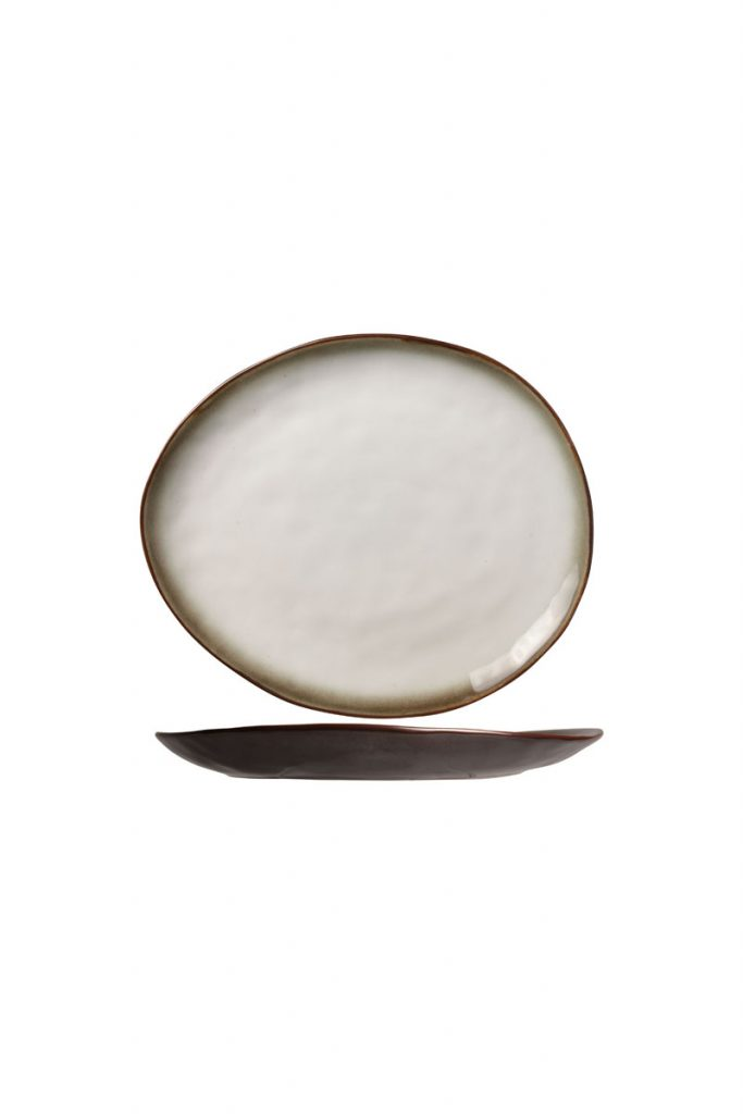 Table Hoteliere 4 assiettes plates ovales en porcelaine