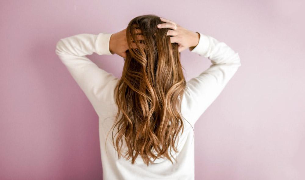 CRUSH : 3 astuces pour faire pousser vos cheveux
