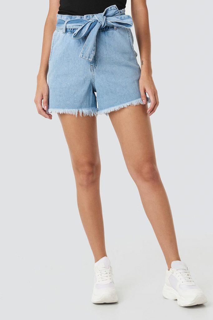 NA-KD short en jean